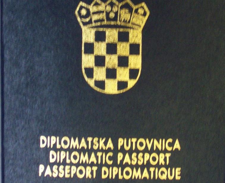 Sanader-ima-pravo-na-neograniceno-koristenje-diplomatske-putovnice