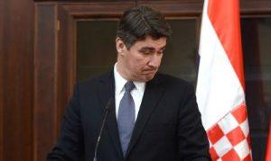 Mokrice, 11.03.2013 - Premijeri Milanovic i Jansa potpisuju Memorandum o Ljubljanskoj banci